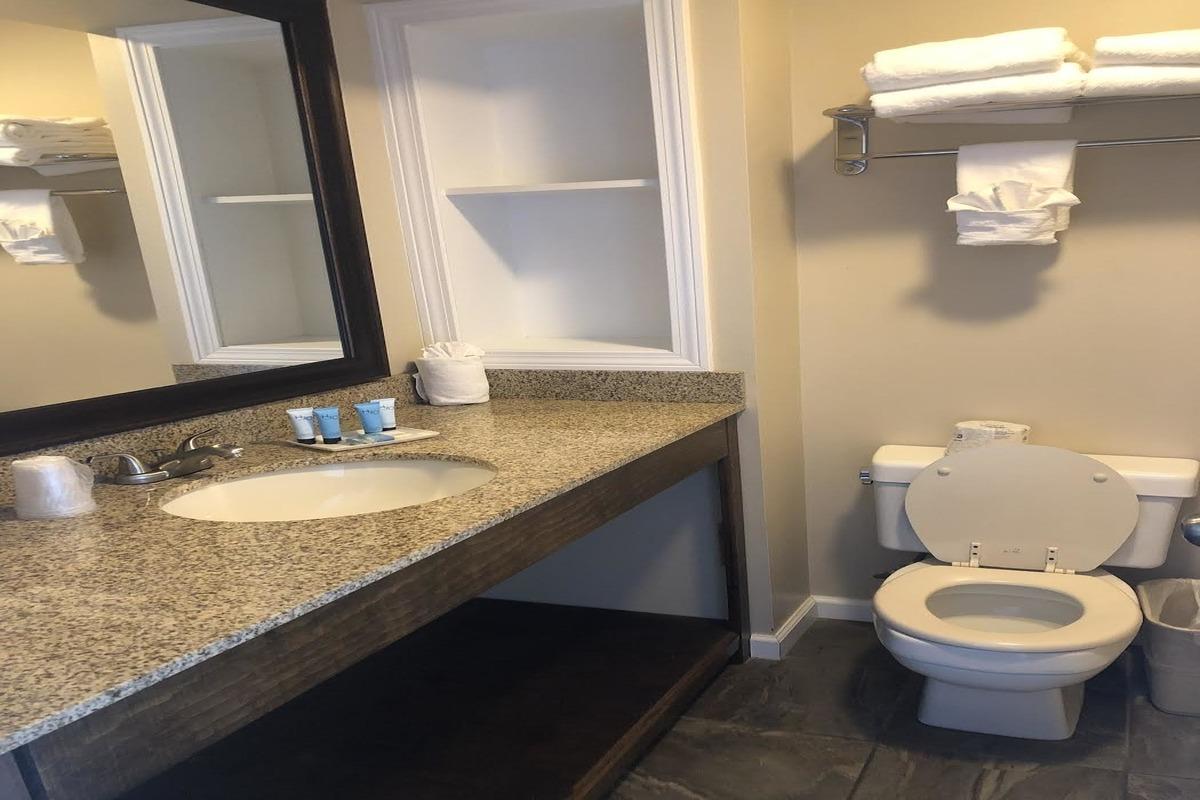 lake-bathroom.1200x 800